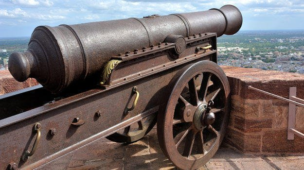 Cannon, an early war weapon